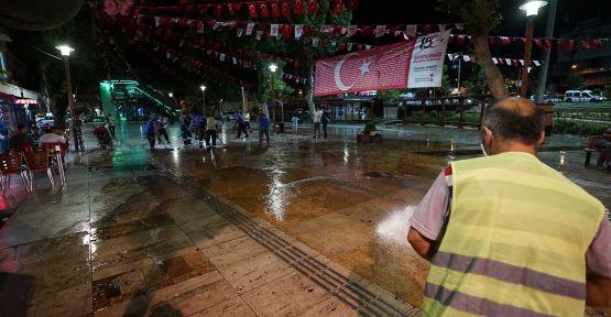 DEMOKRASİ MEYDANI'NDA DEZENFEKTE ÇALIŞMASI  YAPILDI