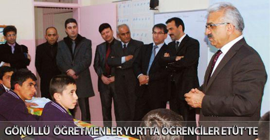 Gönüllü Öğretmenler Yurtta Öğrenciler Etütte!