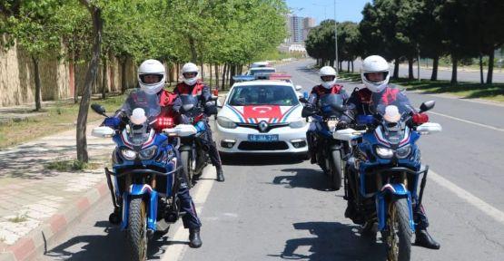 KAHRAMANMARAŞ'TA POLİS VE JANDARMADAN 23 NİSAN'A ÖZEL KONVOY