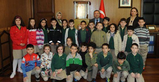 Kipaşlı Öğrenciler İstiklal Madalyasını İncelediler..
