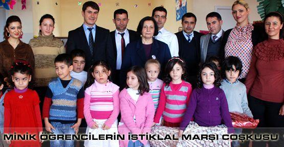 Minik öğrencilerden İstiklal Marşı coşkusu