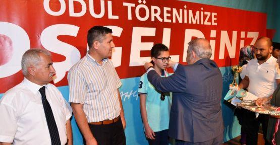 """'NESİLLERİN GELECEĞİNE IŞIK TUTAN BİR BAŞKAN"""""""