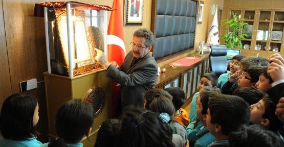 Öğrenciler İstiklal Madalyasını İnceledi