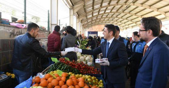 ONİKİŞUBAT BELEDİYESİ'NDEN, PAZAR ESNAFINA MASKE