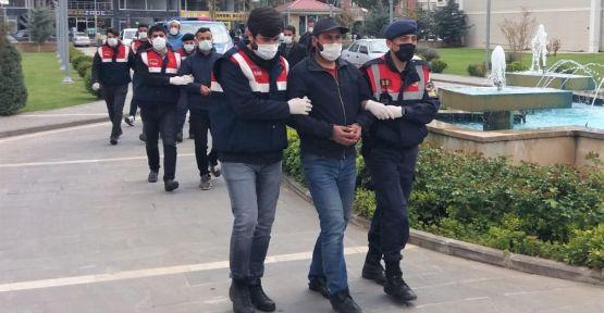 OPERASYONDA SÖZDE KADI-İMAM EMİR'LERİ DE YAKALANDI