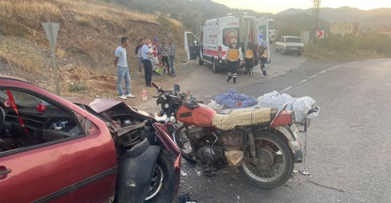 TÜRKOĞLU'NDA OTOMOBİL İLE SEPETLİ MOTOSİKLET ÇARPIŞTI